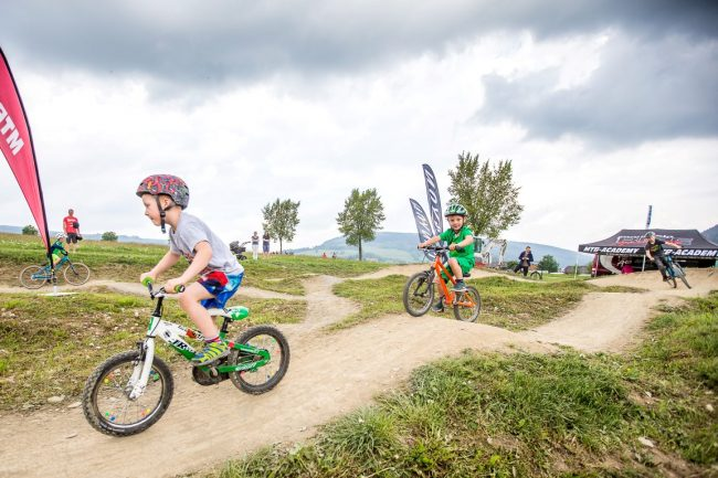 Ziener BIKE Festival Willingen powered by MINI 2016 - Canyon Pumptrack - XXX Honorarfreie Nutzung im Zusammenhang mit der redaktionellen Berichterstattung zum Ziener BIKE Festival Willingen powered by MINI 2016, Kontakt: Oliver Kraus (Kraus PR),  +49 (0)178 132 16 56, o.kraus@kraus-pr.de XXX *** Local Caption *** © Henning Angerer